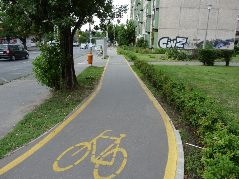 Bicycle_road_in_Dráva_street